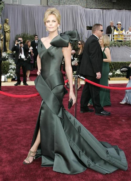 20 bộ váy gây tranh cãi trên thảm đỏ lịch sử Oscar - 12