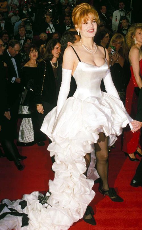 20 bộ váy gây tranh cãi trên thảm đỏ lịch sử Oscar - 17