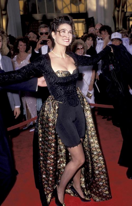 20 bộ váy gây tranh cãi trên thảm đỏ lịch sử Oscar - 16