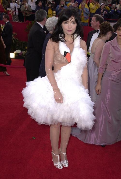 20 bộ váy gây tranh cãi trên thảm đỏ lịch sử Oscar - 18