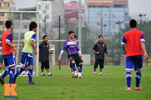 """Phóng viên Nhật Bản """"đổ bộ"""" buổi tập U23 Việt Nam - 1"""