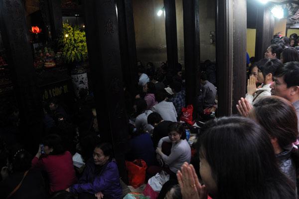 Người dân đổ về chùa Phúc Khánh dự lễ cầu an - 3