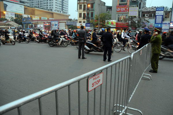 Người dân đổ về chùa Phúc Khánh dự lễ cầu an - 4