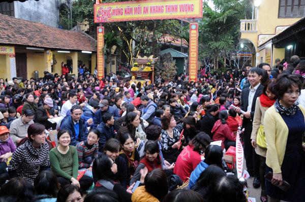 Người dân đổ về chùa Phúc Khánh dự lễ cầu an - 1