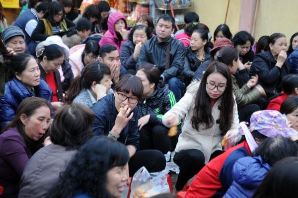Người dân đổ về chùa Phúc Khánh dự lễ cầu an - 7