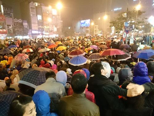 Người dân đổ về chùa Phúc Khánh dự lễ cầu an - 9