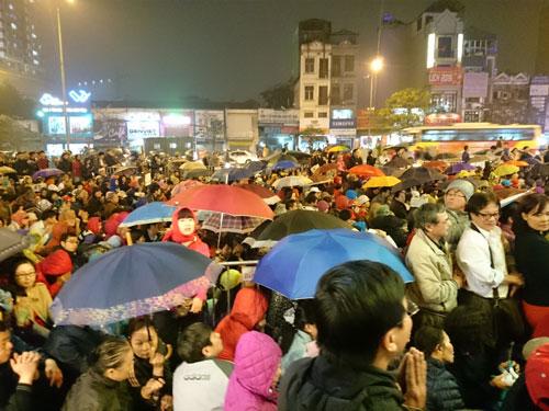 Người dân đổ về chùa Phúc Khánh dự lễ cầu an - 8