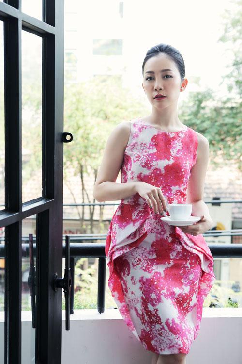 Linh Nga mặc váy xòe bồng đi chợ xuân - 5
