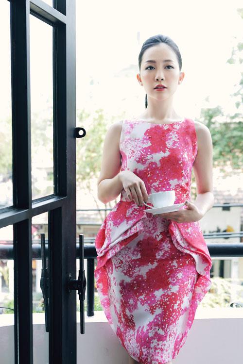 Linh Nga mặc váy xòe bồng đi chợ xuân - 6