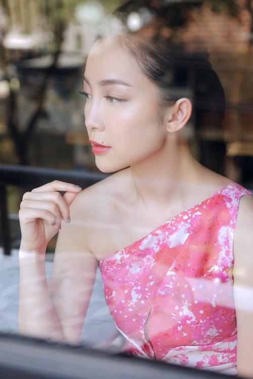 Linh Nga mặc váy xòe bồng đi chợ xuân - 8
