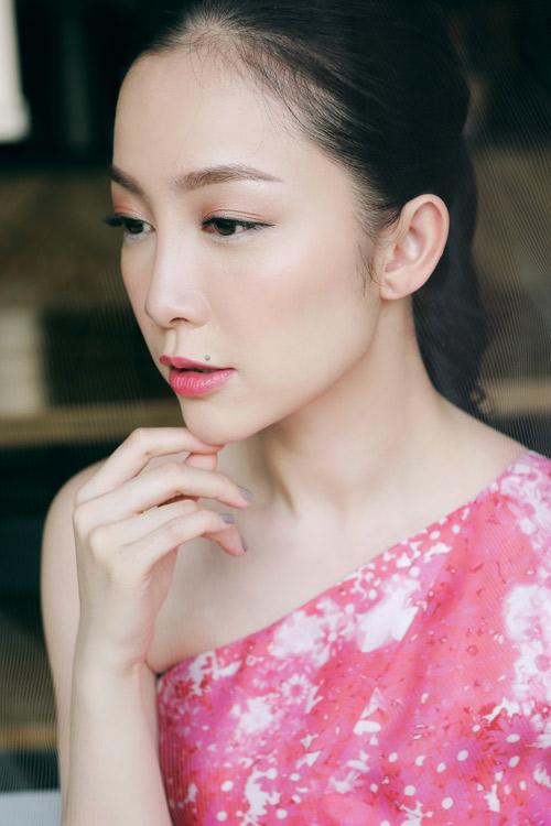 Linh Nga mặc váy xòe bồng đi chợ xuân - 9