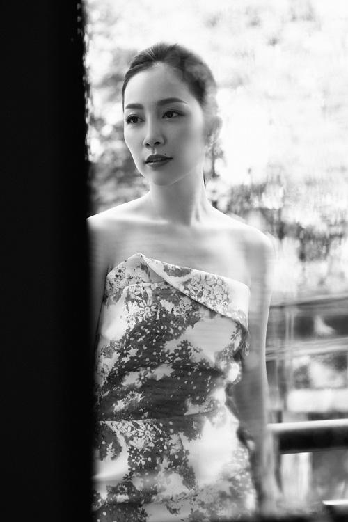 Linh Nga mặc váy xòe bồng đi chợ xuân - 10