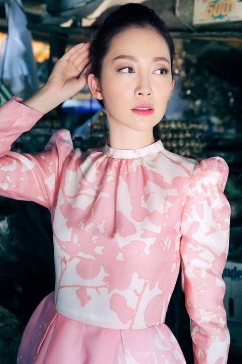 Linh Nga mặc váy xòe bồng đi chợ xuân - 4
