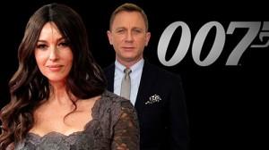 Những điều ít biết về cô đào U50 của James Bond