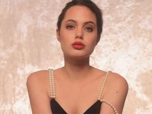Tiếp tục lộ ảnh khêu gợi tuổi 16 của Angelina Jolie