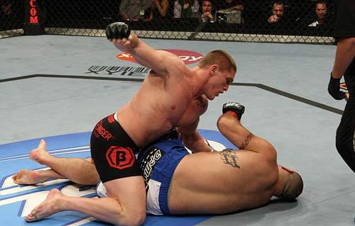 5 trận đấu hạ màn nhanh nhất lịch sử UFC - 3