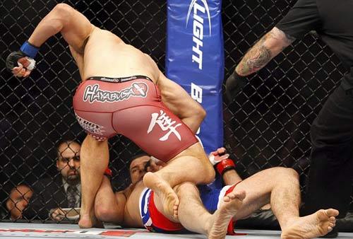5 trận đấu hạ màn nhanh nhất lịch sử UFC - 4