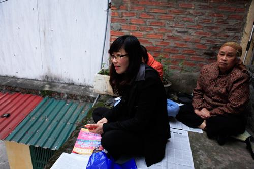 Đội mưa, leo mái nhà cầu an ở chùa Phúc Khánh - 9