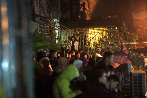 Đội mưa, leo mái nhà cầu an ở chùa Phúc Khánh - 15