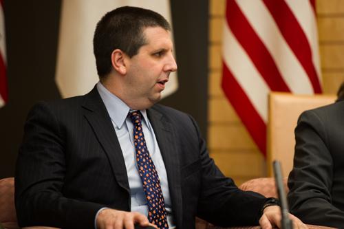 Đại sứ Mỹ tại Hàn Quốc bị tấn công bằng dao cạo - 1