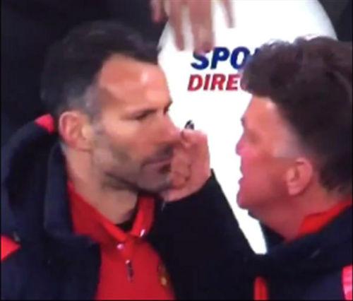 """Không ăn mừng bàn thắng, Giggs """"ăn đấm"""" của Van Gaal - 1"""