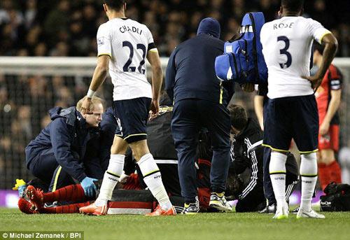 Đứng tim vì sao Premier League tự đổ gục trên sân - 2