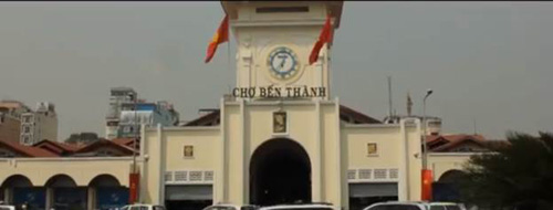 Độc đáo 9X du xuân bằng cách 'trượt' khắp Sài Gòn - 1