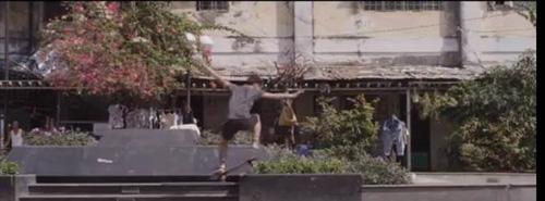 Độc đáo 9X du xuân bằng cách 'trượt' khắp Sài Gòn - 2