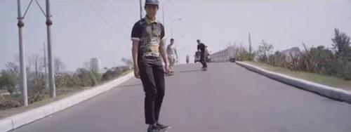 Độc đáo 9X du xuân bằng cách 'trượt' khắp Sài Gòn - 4