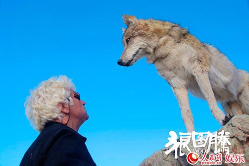 """Khám phá đoàn phim """"sống chung"""" với 35 chú sói - 12"""