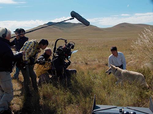 """Khám phá đoàn phim """"sống chung"""" với 35 chú sói - 3"""