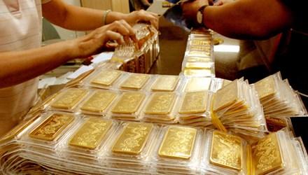 Vàng tiếp tục giảm giá, tuột mốc 35,5 triệu đồng - 1