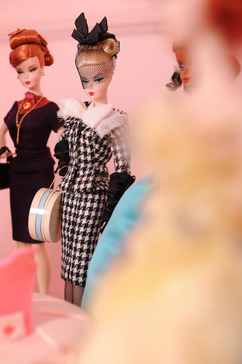 39 tuổi vẫn mê sưu tập và mặc đồ barbie - 12