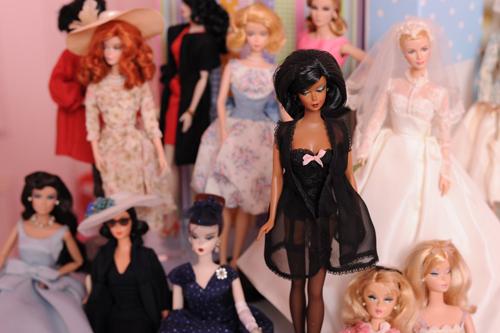 39 tuổi vẫn mê sưu tập và mặc đồ barbie - 11