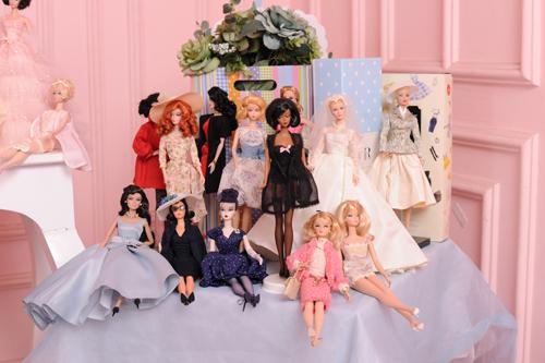 39 tuổi vẫn mê sưu tập và mặc đồ barbie - 13