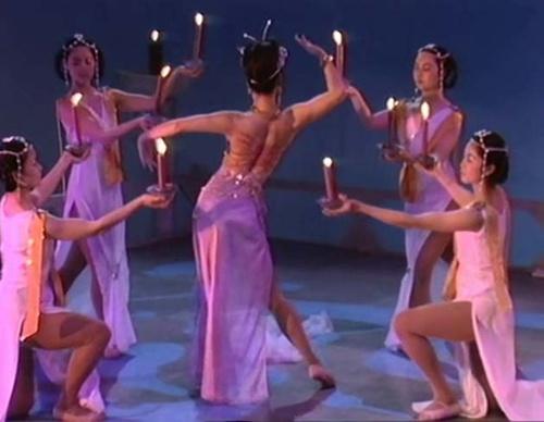 Choáng với cảnh táo bạo trong phim về Đát Kỷ năm 1990 - 2