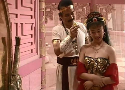 Choáng với cảnh táo bạo trong phim về Đát Kỷ năm 1990 - 4