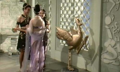 Choáng với cảnh táo bạo trong phim về Đát Kỷ năm 1990 - 5