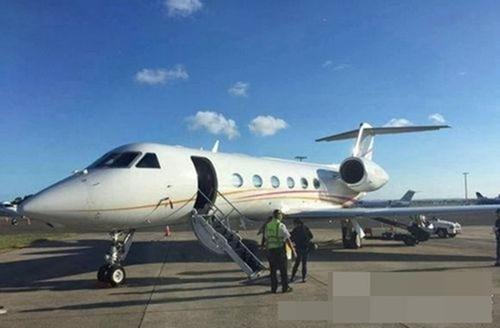 Vợ chồng Triệu Vy du lịch Úc bằng phi cơ riêng - 1