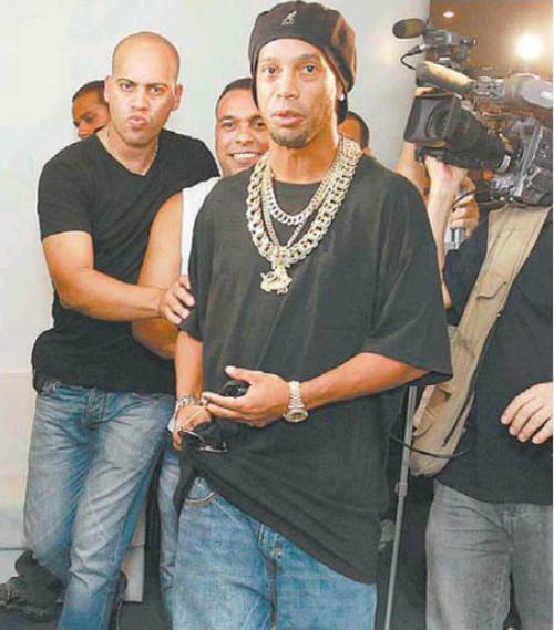 Ronaldinho: Từ sao hết thời thành tay chơi thứ thiệt - 4