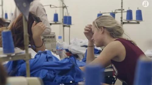 Clip tín đồ thời trang khóc ngất khi làm ở xưởng may - 3