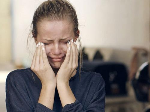Clip tín đồ thời trang khóc ngất khi làm ở xưởng may - 5