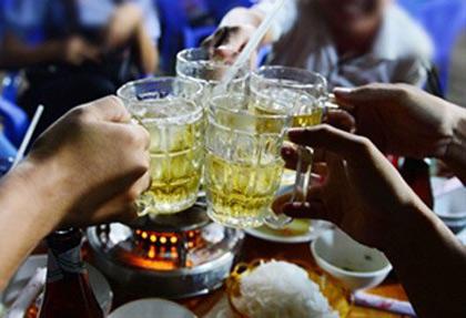 Tài xế uống 1/4 chai bia sẽ bị tước bằng lái, thu phương tiện? - 1