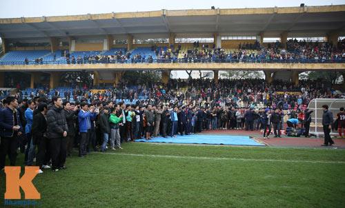 """CĐV """"phát cuồng"""" vì Công Phượng & U23 VN ở sân Hàng Đẫy - 1"""