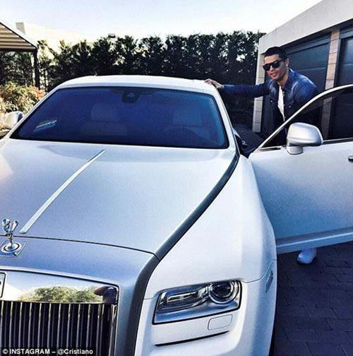 Siêu sao, siêu giàu & ăn chơi xa xỉ như Ronaldo - 2