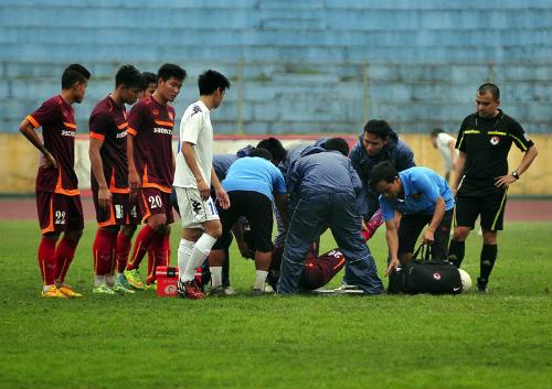 """""""Trung vệ thép"""" của U19 dính chấn thương nặng ở U23 VN - 1"""