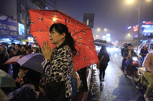 """""""Biển người"""" dầm mưa làm lễ giải sao Thái Bạch - 7"""