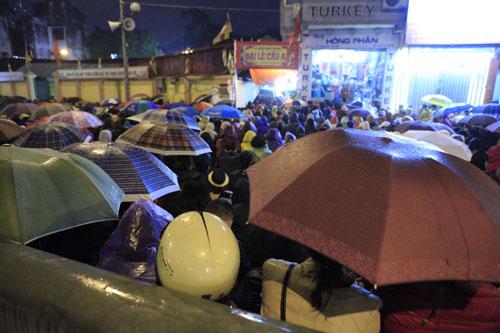 """""""Biển người"""" dầm mưa làm lễ giải sao Thái Bạch - 3"""