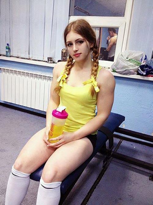 Cô gái Nga xinh như thiên thần có cơ bắp cuồn cuộn - 1