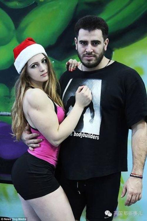 Cô gái Nga xinh như thiên thần có cơ bắp cuồn cuộn - 11